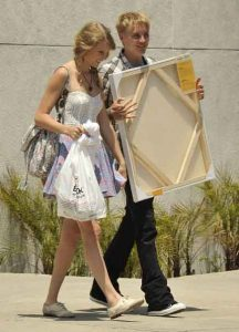 Taylor Swift and Toby-Hemingway